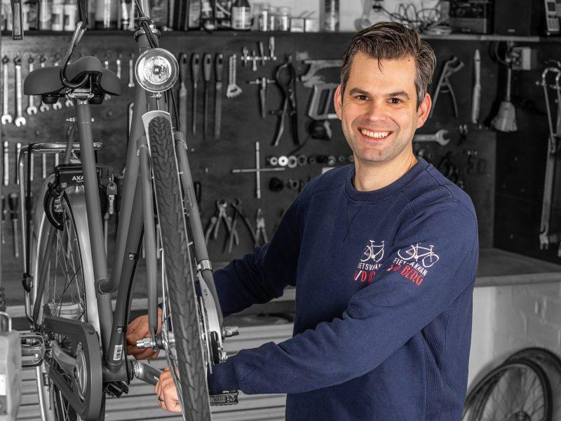 Tweede generatie fietsenmakers Jan van den Berg